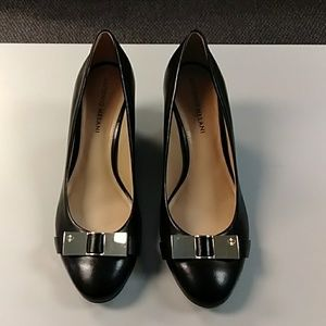 Antonio Melanie black leather pumps w/ gold bows 8